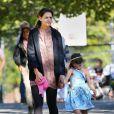 Katie Holmes et sa fille Suri Cruise dans un parc à Brooklyn, New York le 23 septembre 2012