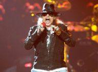 Axl Rose (Guns N'Roses) casse les dents d'un fan avec son micro