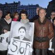 Bertrand Delanoë et Anne Hidalgo lors du rassemblement Une vague blanche pour la Syrie devant le Panthéon à Paris le 15 mars 2013 pour dénoncer les massacres des civils syriens depuis le début du conflit le 15 mars 2011