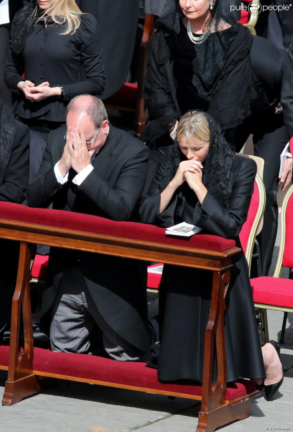 Le prince Albert II de Monaco et la princesse Charlene - Investiture du pape Francois sur la place Saint-Pierre de Rome. Le 19 mars 2013  Pope Francis inauguration mass at St Peter's square on March 19, 2013 at the Vatican, Rome, Italy. World leaders flew in for Pope Francis's inauguration mass in St Peter's Square on Tuesday where Latin America's first pontiff will receive the formal symbols of papal power.19/03/2013 - Rome