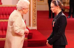 Elizabeth II : Fan de mode, elle récompense la créatrice Stella McCartney