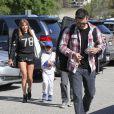 """""""LeAnn Rimes et Eddie Cibrian vont assister à un match de baseball de Jake, le fils d'Eddie, à Los Angeles, le 23 mars 2013. Le second fils d'Eddie, Mason, est également présent pour encourager son frère."""""""