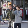 Sean Penn et son fils Hopper à Miami, le 27 décembre 2010.