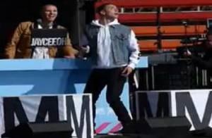 Sammy Adams, victime d'une attaque en plein concert, traumatise ses fans