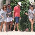 Exclusif - Cindy Crawford, son mari Rande Gerber et un couple d'amis en plein apéro à Cabo San Lucas. Le 30 mars 2013.