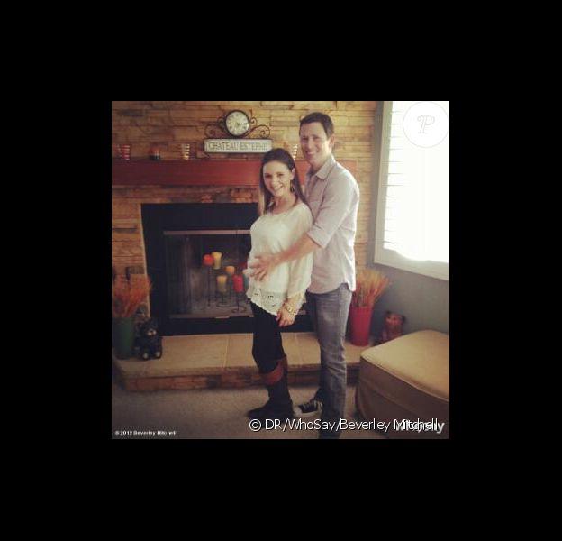 Beverley Mitchell enceinte en novembre 2012. L'actrice de 7 à la maison et son mari Michael ont accueilli le 28 mars 2013 leur premier enfant, une petite Kenzie.