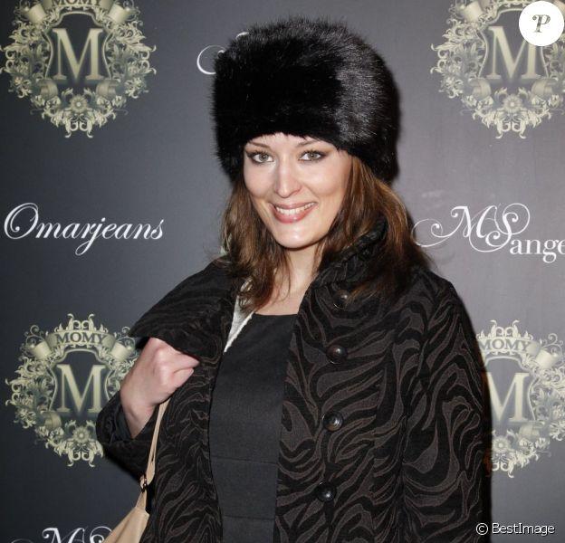 Kelly Bochenko assiste au défilé de mode OmarJeans, au pavillon Champs-Élysées, à Paris le 31 mars 2013.
