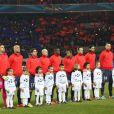 L'equipe du PSG sur la pelouse avant le match Paris Saint-Germain - FC Barcelone au Parc des Princes, le 2 avril 2013.