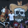 Chris Brown fait des graffitis sur un mur à Miami, le 26 mars 2013.
