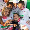 Une photo souvenir avec Satya Oblet pour les Miss Laury Thilleman, Marine Lorphelin, Sylvie Tellier, Laetitia Bleger, au 37e Marathon de Paris, qu'elles ont couru pour Mécénat Chirurgie Cardiaque le 7 avril 2013.