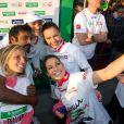 Photo souvenir avec Satya Oblet pour les Miss Laury Thilleman, Marine Lorphelin, Sylvie Tellier, Laetitia Bleger, au 37e Marathon de Paris, qu'elles ont couru pour Mécénat Chirurgie Cardiaque le 7 avril 2013.