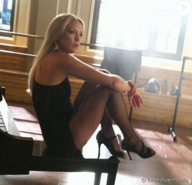La sublime et sexy Kate Hudson, sur le tournage de la 4e saison de Glee. Photo postée par Ryan Murphy.