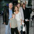 Jane Seymour et toute la famille à Los Angeles le 12 décembre 2004.