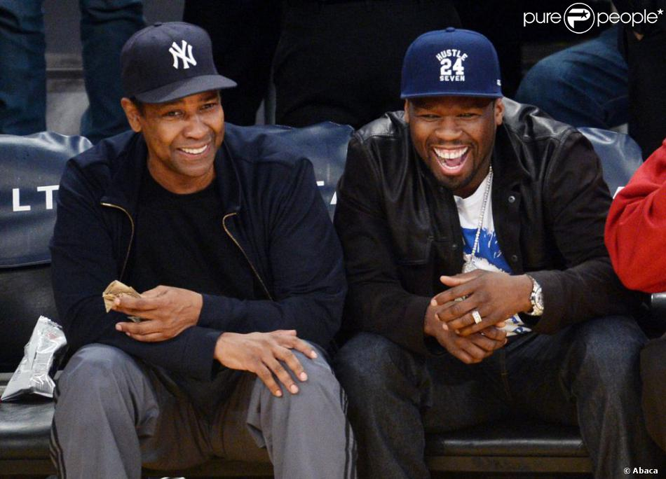 Denzel Washington et 50 Cent pendant le match entre Los Angeles Lakers et Golden State Warriors au Staples Center de Los Angeles, le 12 avril 2013.