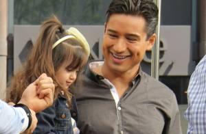 Mario Lopez : Sa femme affiche un joli baby bump lors d'une visite sur son show