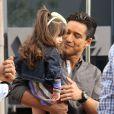 Exclusif - L'animateur Mario Lopez a recu la visite de sa femme, enceinte, Courtney Mazza et leur fille Gia, sur le plateau de l'émission Extra au centre commercial The Grove à Los Angeles, le 12 Avril 2013.