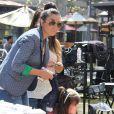 Exclusif - Mario Lopez a recu la visite de sa épouse, enceinte, Courtney Mazza et leur fille Gia, sur le plateau de l'émission Extra au centre commercial The Grove à Los Angeles, le 12 Avril 2013.