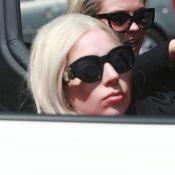 Lady GaGa délaisse son fauteuil roulant Vuitton au profit d'une Lamborghini
