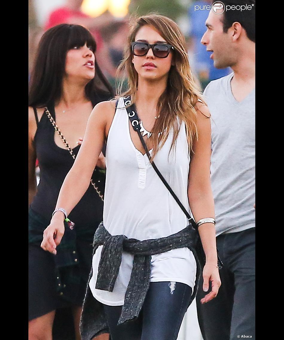 Jessica Alba accompagnée d'amis et de son mari Cash Warren profitent avec style des derniers instants de Coachella. Indio, le 20 avril 2013.