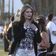 Mischa Barton, moulée dans une robe à motifs géométriques lors du coup d'envoi du week-end de clôture à Coachella. Le 19 avril 2013.