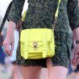 """"""" Laeticia Hallyday a opté pour un sac Proenza Shouler au Festival de musique de Coachella, le 20 avril 2013 """""""