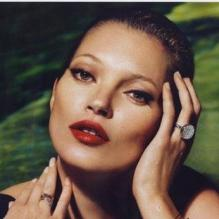 Kate Moss, créatrice et égérie de sa collection de bijoux Kate Moss for Fred. Photo par Mert et Marcus.