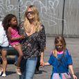 Le top d'origine allemande Heidi Klum, ses enfants Leni, Henry, Johan et Lou et son petit ami Martin Kirsten vont déjeuner au restaurant à Santa Monica, le 28 avril 2013.