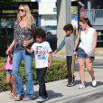 Heidi Klum, ses enfants Leni, Henry, Johan et Lou et son petit ami Martin Kirsten vont déjeuner au restaurant à Santa Monica, le 28 avril 2013.