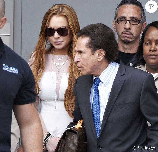 L'actrice Lindsay Lohan (avec son avocat Mark Heller) lors de son procès suite à un accident de voiture, à Los Angeles, le 18 mars 2013. La star a été condamnée à 90 jours dans un centre de désintoxication.