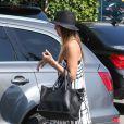 Belle journée pour Jessica Alba et sa fille Honor qui quittent un salon de coiffure à West Hollywood Los Angeles, le 11 mai 2013