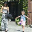 Jessica Alba et sa fille Honor quittent un salon de coiffure à West Hollywood Los Angeles, le 11 mai 2013