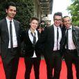 Les quatre finalistes de The Voice 2, Nuno Resende, Olympe, Loïs et Yoann Fréget aux côtés de Nikos Aliagas, lors du Global Gift Gala à l'initiative d'Eva Longoria, à l'hôtel George V à Paris, le 13 mai 2013
