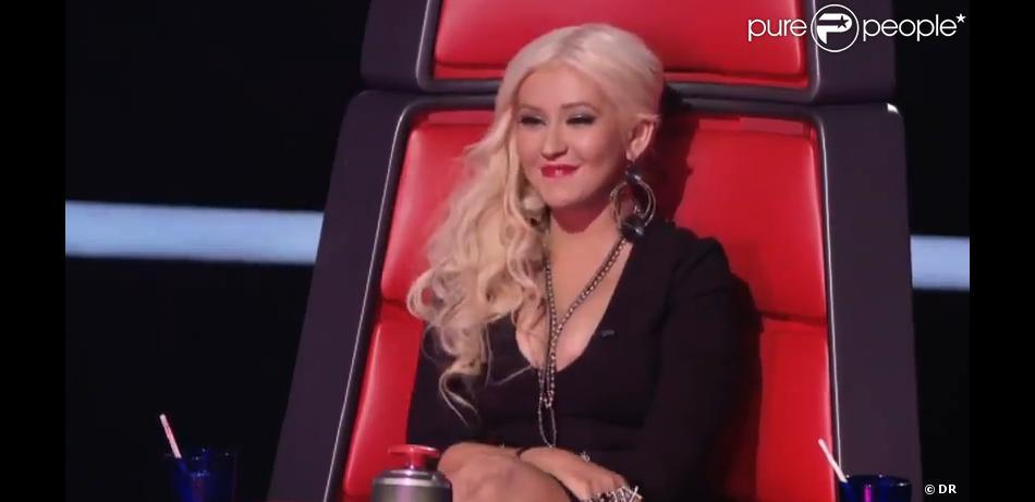 Christina Aguilera buzze et découvre le visage de Sera Hill, dans  The Voice , sur NBC, le 27 février 2012.