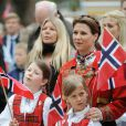 La princesse Märtha-Louise de Norvège et son époux Ari Behn, avec leurs trois filles Maud Angelica, Leah Isadora et Emma Tallulah, célébraient le 17 mai 2013 la Fête nationale norvégienne... à Londres.