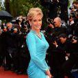 La toujours sublime Jane Fonda, en Atelier Versace, à la montée des marches du film Jimmy P. (Psychothérapie d'un Indien des Plaines), au 66e Festival de Cannes, le 18 mai 2013.