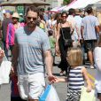 Jason Priestley se rend avec ses enfants Dashiell et Ava au Farmers Market à Studio City, le 19 mai 2013.