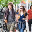 Emma Roberts et son boyfriend Evan Peters dans les rues de New York, le 22 mai 2013.