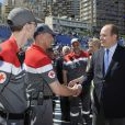 Le Prince Albert II de Monaco et son épouse Charlene rendent visite aux membres de la Croix Rouge qui encadrent le Grand Prix de Formule 1 de Monaco - Le 23 mai 2013