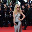 Juno Temple superbe et magnétique pour la montée des marches du film The Immigrant au Palais des Festivals à Cannes, le 24 mai 2013.