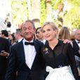 Bertrand Delanoë et Melita Toscan du Plantier posent à la montée des marches du film The Immigrant au Palais des Festivals à Cannes, le 24 mai 2013.