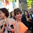 Victoria Abril avec Kristin Scott Thomas à la montée des marches du film The Immigrant au Palais des Festivals à Cannes, le 24 mai 2013.