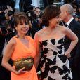 Victoria Abril et Kristin Scott Thomas posent ensemble à la montée des marches du film The Immigrant au Palais des Festivals à Cannes, le 24 mai 2013.