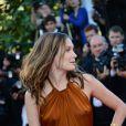 Ana Girardot pose à la montée des marches du film The Immigrant au Palais des Festivals à Cannes, le 24 mai 2013.
