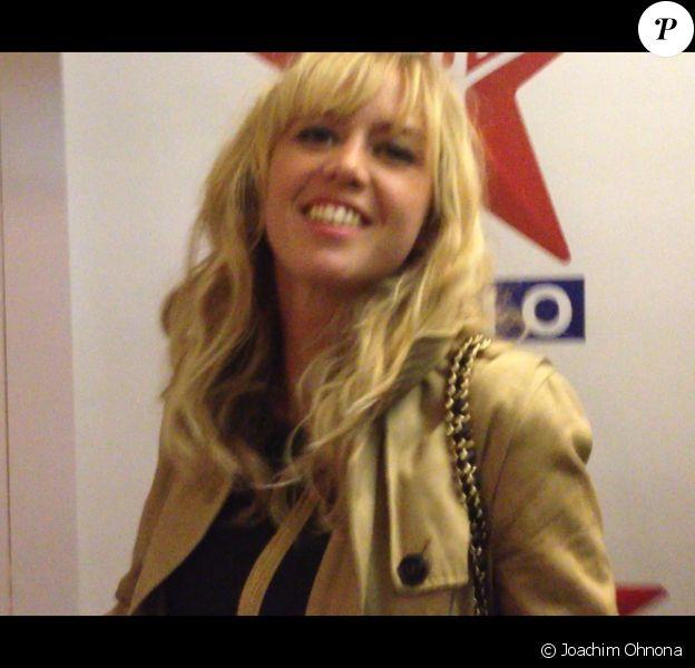 Enora Malagré dans les coulisses de Virgin Radio, vendredi 24 mai 2013.