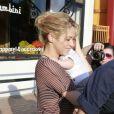 Shakira et son fils Milan devant le magasin Bel Bambini à Beverly Hills, le 25 mai 2013.