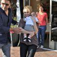 Shakira et son fils Milan font du shopping à Beverly Hills, le 25 mai 2013.