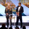Jane Campion et Mads Mikkelsen lors de la cérémonie de clôture et la remise des prix du Festival de Cannes le 26 mai 2013