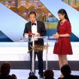 Asia Argento a remis le prix du scénario à A Touch of Sin de Jia Zhangke, lors de la cérémonie de clôture et la remise des prix du Festival de Cannes le 26 mai 2013