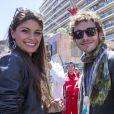 Valentino Rossi et sa compagne Linda Morselli dans les travées du paddock du Grand Prix de Monaco le 26 mai 2013