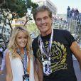 David Hasselhoff et sa compagne Hayley Roberts dans les travées du paddock du Grand Prix de Monaco le 26 mai 2013